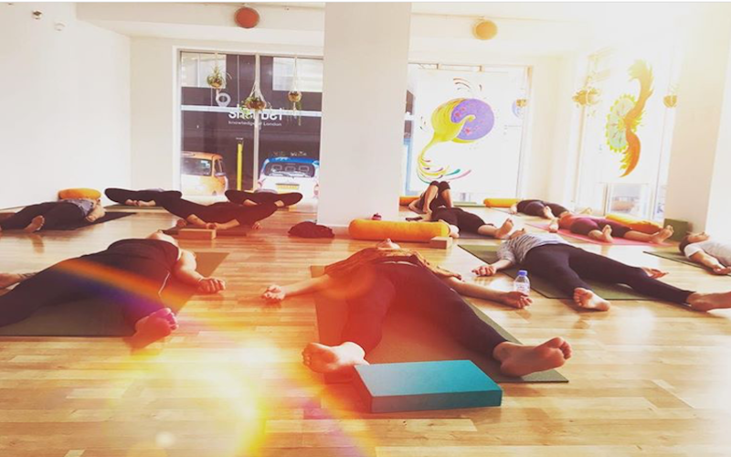 real flow yoga at london fields yoga studio for yoga stops traffick fundraiser